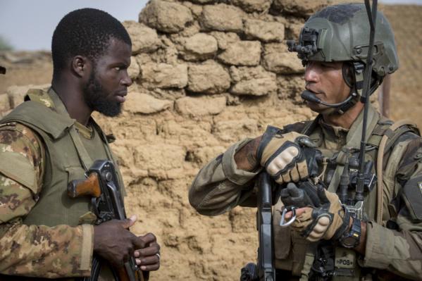 Sommet de l'Otan : Macron conditionne le maintien de Barkhane à une clarification des pays du Sahel