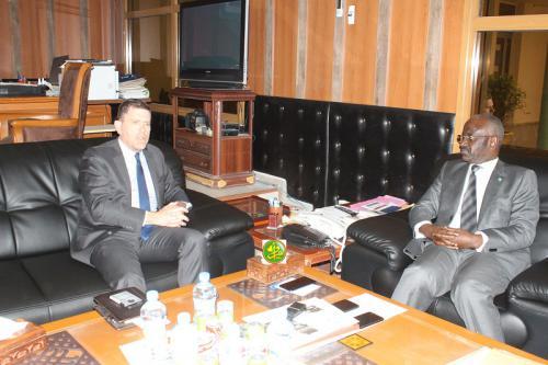 Le ministre de l'intérieur s'entretient avec l'ambassadeur d'Amérique en Mauritanie