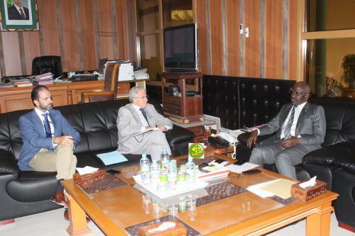 Le ministre de l'intérieur s'entretient avec l'ambassadeur d'Espagne en Mauritanie