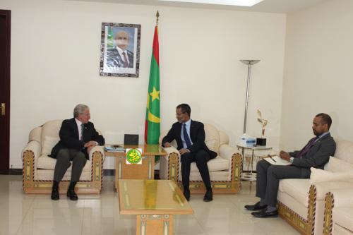 Le Premier ministre reçoit en audience l'ambassadeur d'Espagne en Mauritanie