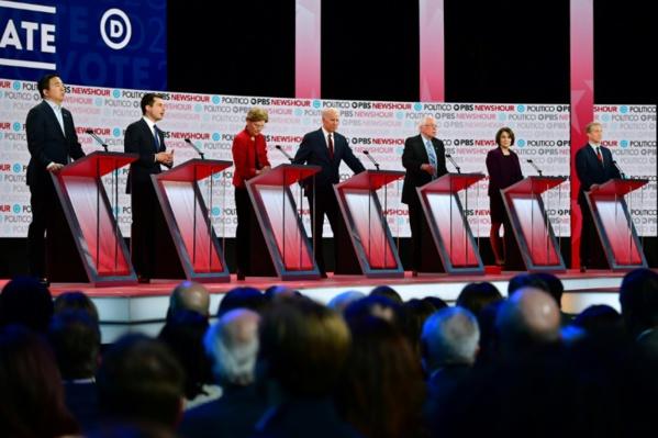 Primaire démocrate: les candidats chargent Trump et s'écharpent sur l'argent en politique