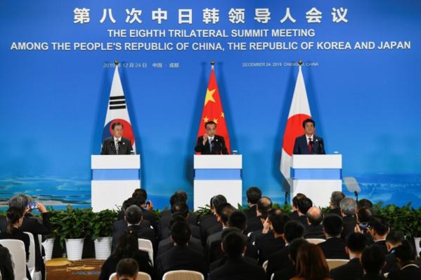 """Sommet tripartite: Pékin, Tokyo et Séoul demandent à Pyongyang de s'abstenir de """"provocations"""""""