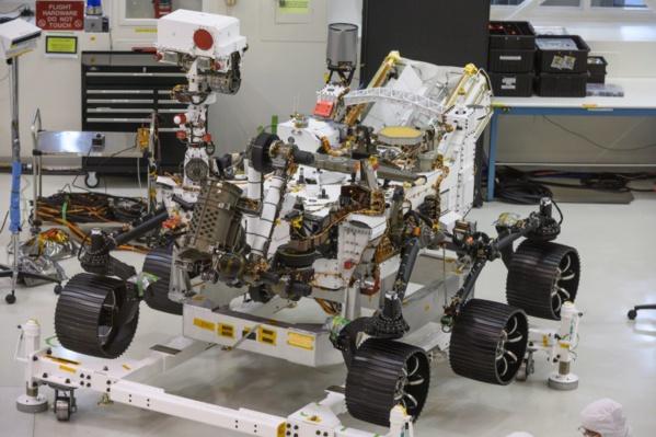 """Le rover Mars 2020 qui va s'envoler dans quelques mois vers la planète rouge ne se contentera pas d'y chercher d'éventuelles traces de vie passée, il servira aussi de """"précurseur à une mission humaine sur Mars"""", ont déclaré vendredi les scientifiques"""