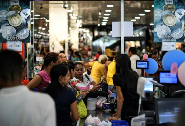 """Venezuela: """"cinq heures"""" de queue pour payer avec la cryptomonnaie nationale"""