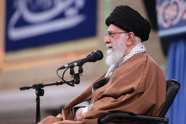 "Raids américains en Irak: Khamenei condamne la ""malveillance"" de Washington"