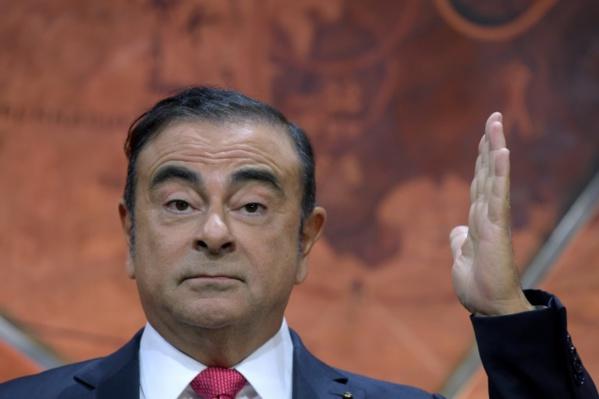 Ghosn a quitté seul sa résidence à Tokyo, montre la vidéosurveillance