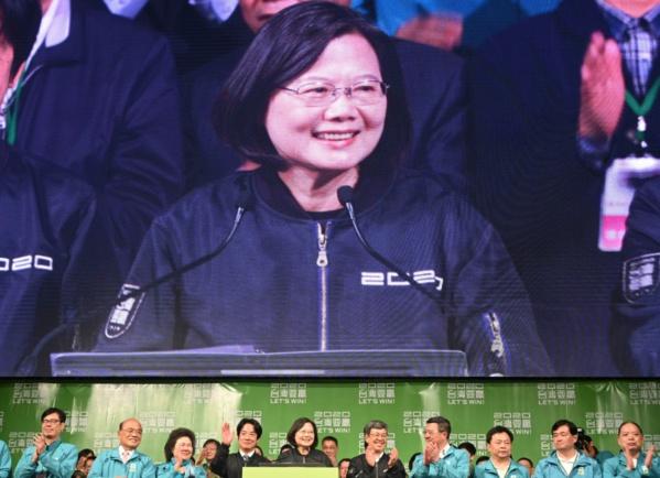 Taïwan: la présidente sortante réélue malgré la campagne d'intimidation de Pékin