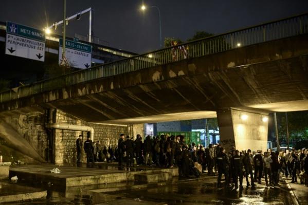 Démantèlement d'un important camp de migrants dans le nord-est de Paris