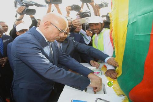 Le Président de la République pose la première pierre du projet du lycée Feu Mohamed Saïd Ould Hamodi