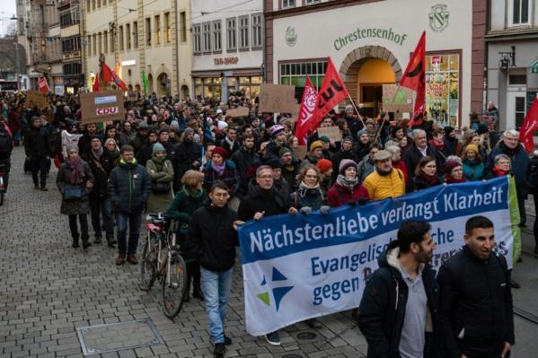 Extrême droite: Merkel congédie un membre de son gouvernement pour répondre au scandale