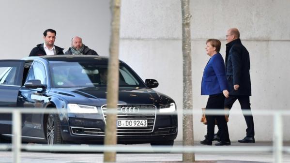 Exrême droite: Merkel sauve son gouvernement face à la tempête