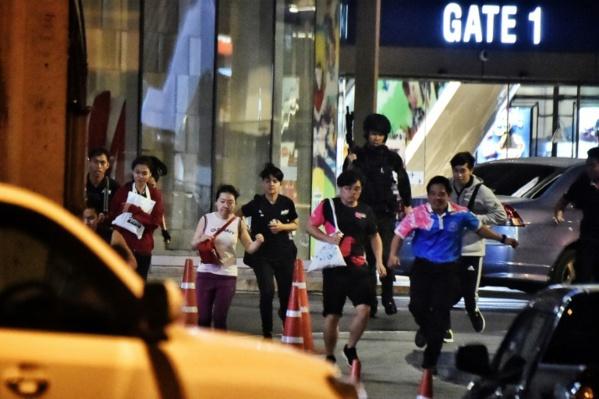 Thaïlande : un soldat abattu après une tuerie dans un centre commercial