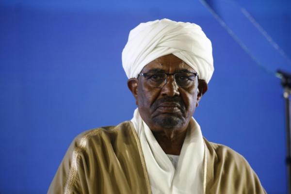 Crimes au Darfour: le Soudan dit vouloir remettre Béchir à la CPI