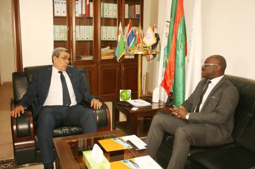 Le président de la chambre de commerce s'entretient avec le Directeur général du Centre africain des études supérieures en gestion