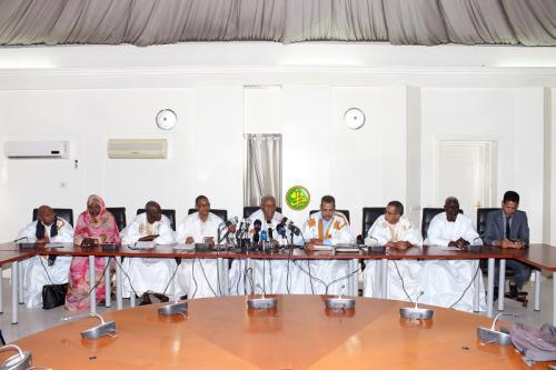 La commission d'enquête parlementaire insiste sur le caractère professionnel de sa mission et assure que seul l'intérêt national est son mobile