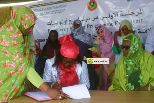 """La ministre des Affaires sociales supervise la signature de la 1° phase du """"Programme Ewlewiyatt"""""""