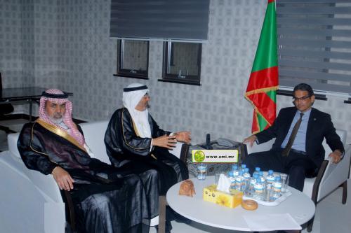 Le ministre de l'Économie et de l'Industrie s'entretient avec une délégation de l'autorité arabe pour l'investissement agricole.