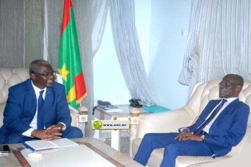 Le ministre de l'enseignement supérieur reçoit le directeur de l'organisation africaine de la propriété intellectuelle