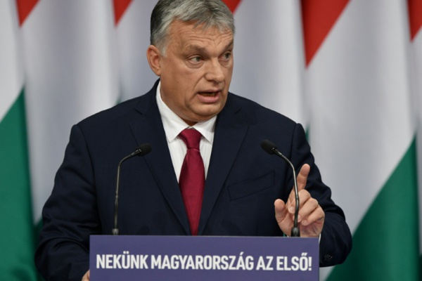 """Hongrie: une """"loi coronavirus"""" assure à Viktor Orban des pouvoirs quasi illimités"""