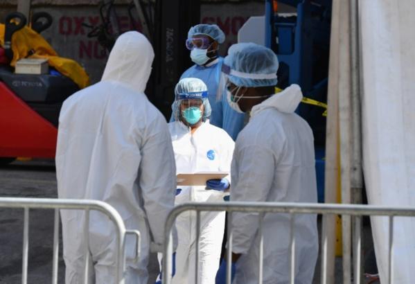 """Le coronavirus, en hausse """"exponentielle"""", a emporté 46.000 vies dont un nouveau-né"""