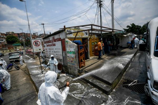 """""""Le virus ou la faim"""": dans un quartier pauvre de Caracas, l'intenable confinement"""