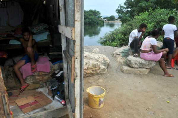 Equateur: A Nigeria, quartier de Guayaquil, la faim effraie plus que virus