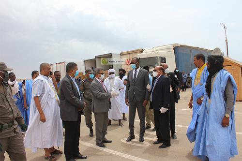 Le ministre du commerce visite le nouvel emplacement du déchargement des camions transportant les légumes