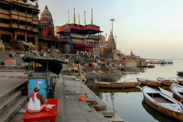 L'Inde confinée, les célèbres ghats de Varanasi sont déserts