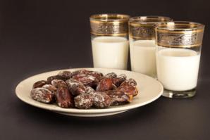 Inauguration d'un complexe commercial de distribution de dattes et de lait produits localement