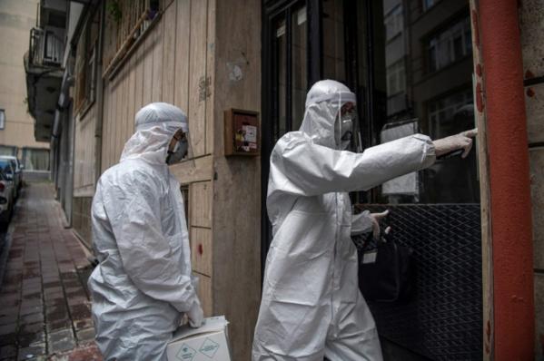 """Turquie: des médecins se muent en """"détectives"""" pour traquer le coronavirus"""