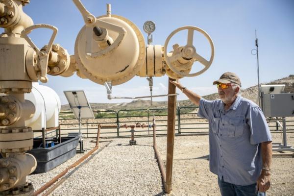 """Au Texas, un producteur de pétrole tente d'enrayer """"l'hémorragie"""""""
