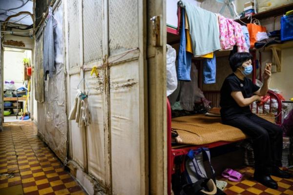 Une distanciation sociale illusoire dans les réduits hongkongais