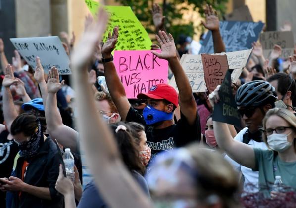 Mort de George Floyd: les manifestations continuent malgré les menaces de Trump