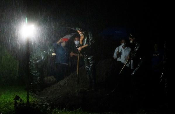 """Coronavirus: au Nicaragua, des """"enterrements express"""" de nuit et à la sauvette"""