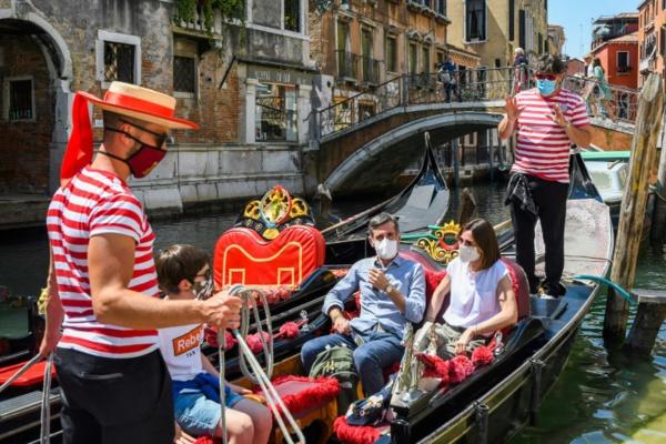 Virus: les touristes de retour à Venise