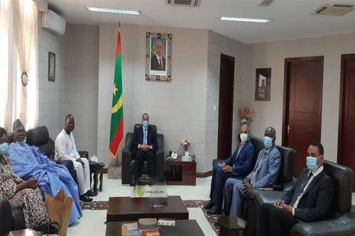 Le ministre des Affaires étrangères reçoit l'ambassadeur du Burkina Faso