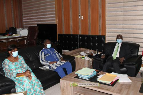 Le ministre de l'Intérieur reçoit l'ambassadeur du Burkina Faso
