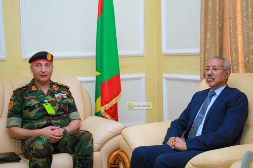 Le ministre de la Défense nationale reçoit le chef d'état-major général des forces armées libyennes