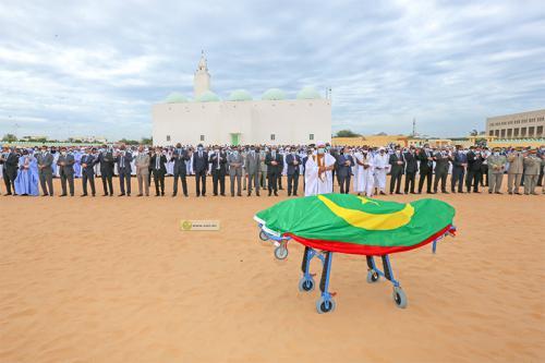 Le Président de la République à la prière funéraire sur le corps de l'ancien Président, Sidi Ould Cheikh Abdallahi