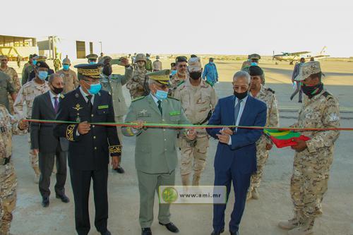Le ministre de la Défense nationale inaugure un hangar pour avions à l'État- major de l'armée de l'air