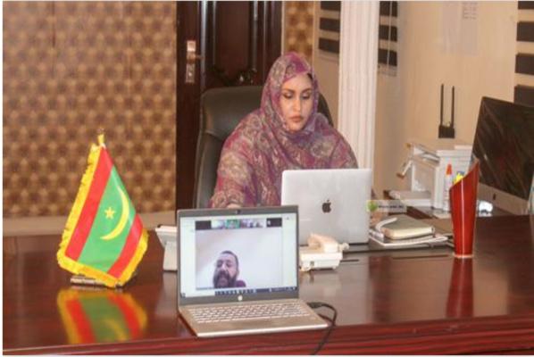 La ministre des Affaires sociales discute avec le représentant de la Chambre de commerce islamique des moyens d'établir une banque familiale dans notre pays