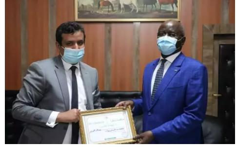 Le ministre de l'intérieur reçoit le prix de la « Personnalité de l'année »