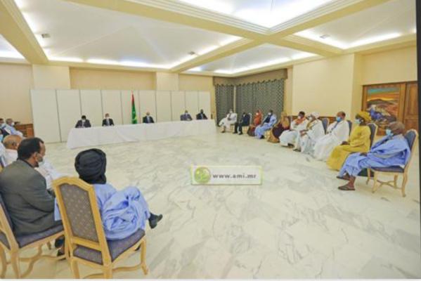 Le Président de la République préside une réunion du comité de suivi de la gestion du fonds de solidarité face au Coronavirus