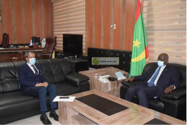 Le ministre de l'Intérieur s'entretient avec l'ambassadeur du Maroc