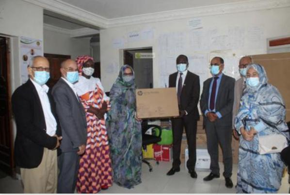 Le FNUAP fait don d'équipements de bureaux et de produits de désinfection à la direction des affaires sociales