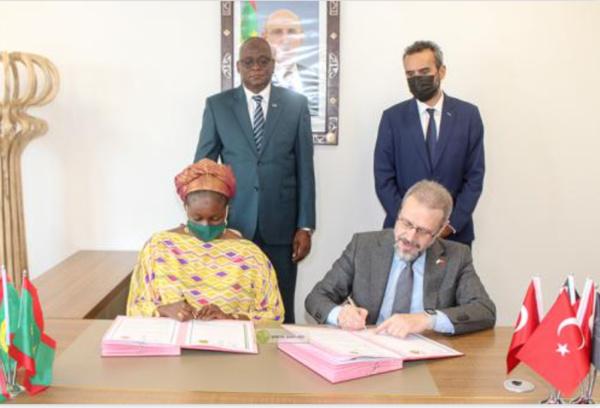 Signature d'une convention entre l'Agence de Promotion de l'Investissement et le conseil des hommes d'affaires du Moyen-Orient