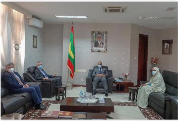 Le ministre des Affaires étrangères reçoit l'ambassadeur de France et l'ambassadeur chef de la Délégation de l'Union Européenne