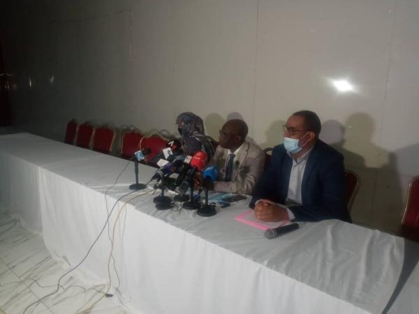 Une commerçante porte plainte contre les proches de l'ancien président Aziz