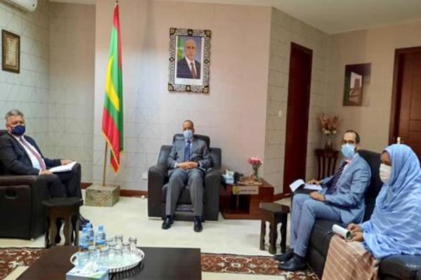 Le ministre des Affaires étrangères reçoit l' ambassadeur de Turquie