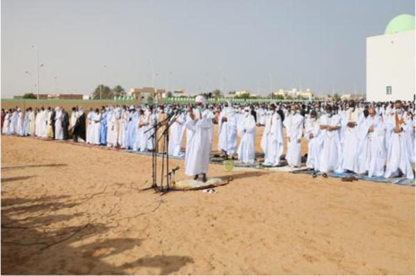 Le président de la République effectue la prière de l'Aïd al-Fitr dans l'ancienne mosquée